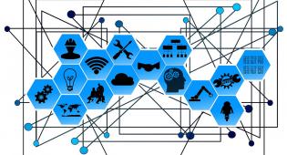Kuvituskuvassa sinisiä kuutioita, joissa erilaisia symboleitakuten rattaat, hehkulamppu, ihmisen pää ja wifi. Kuutioiden taustalla on linjoja, jotka johtavat sinisistä pisteistä toiseen ja muodostavat verkoston.