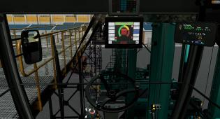 Virtuaalikuva ohjaamosta. Kojelaudassa erilaisia ohjaimia ja mittaristoja. Lasien takaa näkyy virtuaalista satamaympäristöä.