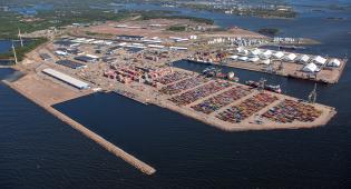 Yleiskuva KotkaHaminan satamasta.